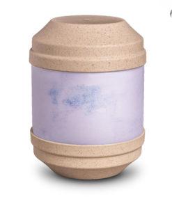 Biologische urn, zandkleur. Beschrijfbaar met bijgeleverde potloodjes.