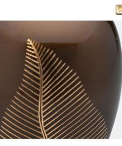 Premium Urn Goudbruine messing met bladgravure A541 zoom
