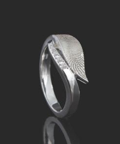 Zilveren ring met bladvorm en vingerafdruk plus 5 zirkonia stenen