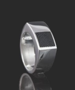 Zilveren ring met vingerafdruk in onyx