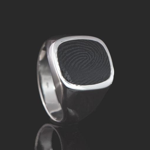 Zilveren ring met ronde vingerafdruk in onyx