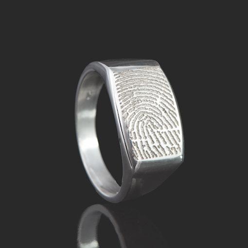 Zilveren ring met ingerafdruk