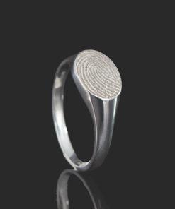 Zilveren ring met ovalen vingerafdruk