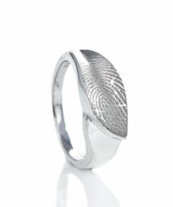 Zilveren ring met bladvorm en vingerafdruk