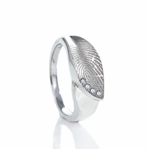 Zilveren ring met bladvorm en vingerafdruk en 4 pave gezette zirkonia stenen