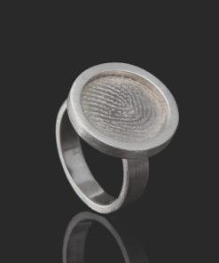 Zilveren zegelring met ronde vingerafdruk