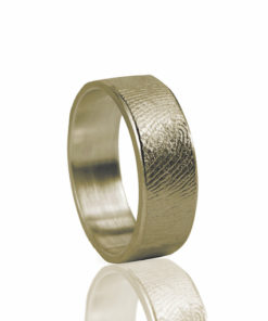 Gouden ring met vingerafdruk recht