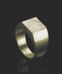 Gouden ring met vierkante zegel