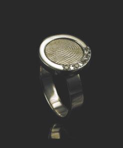 Gouden ring met ronde vingerafdruk en 5 zirkonia stenen