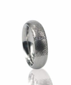 Edelstalen ring met vingerafdruk met 3 pave gezette zirkonia stenen