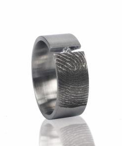 Edelstalen ring rechts met vingerafdruk en 1 pave gezette zirkonia steen