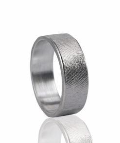 Zilveren ring met vingerafdruk recht