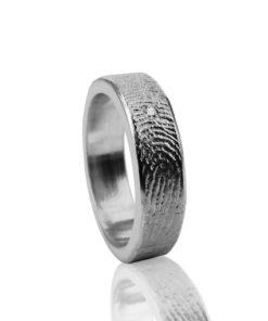 Zilveren ring met vingerafdruk en zikronia steen in het midden