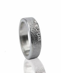 Zilveren ring met vingerafdruk en 5 zikronia stenen verticaal