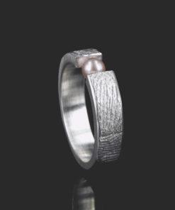 Zilveren ring met vingerafdruk en zoetwaterparel