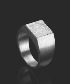 Zilveren ring met vierkante zegel