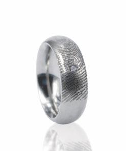 Zilveren ring met vingerafdruk en 1 pave gezette zirkonia steen