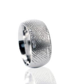 Zilveren ring met vingerafdruk en 5 pave gezette zirkonia stenen