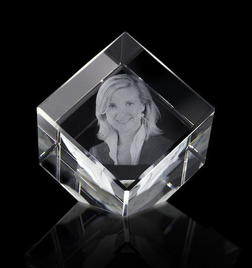 3d Glazen Kubus.Foto Is Glas Kubus Met Schuine Hoek