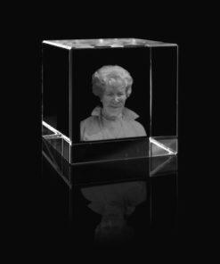 Glazen kubus met lasergravure