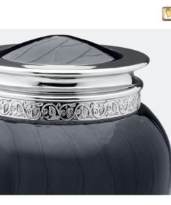 Premium urn zwart met zilveren decoratie A292 zoom